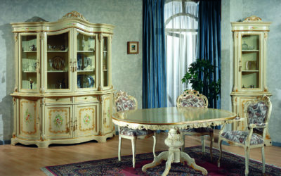 Composizione Sala da pranzo con tavolo ovale, Cristalliera 8 porte, Vetrina d'angolo, capotavola e sedia