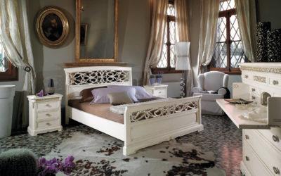 Composizione con letto matrimoniale con testata traforata e comodino